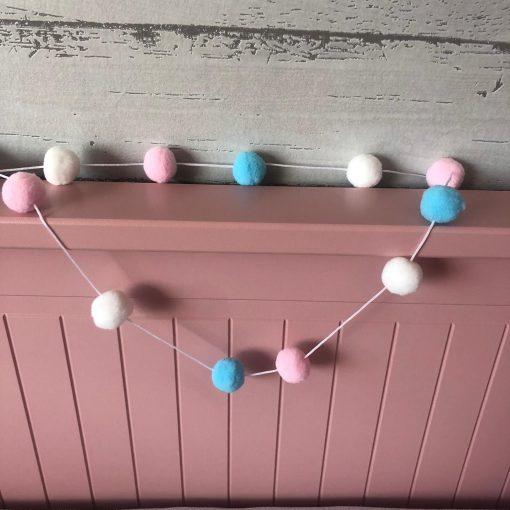 Slaapkamer decoratie - Slinger met vilten bolletjes - baby kamer decoratie - Kinderkamer accessoires - Vilt - slinger kamer