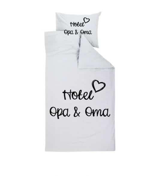 Hotel opa en oma dekbedovertrek - Hotel opa en oma - Dekbedovertrek - Moederdag cadeau - Vaderdag cadeau - Cadeau voor opa en oma