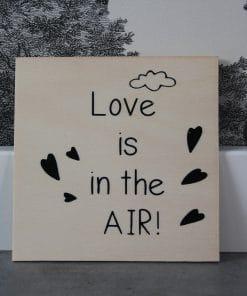 Houten ansichtkaart - Love is in the air