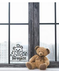 Berenjacht - Raamsticker - Sticker - Beren Gaan jullie op beren jacht? Of wil jij mee doen met de beren jacht hype maar heb je geen beer? Koop dan deze super leuke berenjacht sticker De sticker wordt in spiegelbeeld gesneden zodat hij gemakkelijk van binnen te plakken is! 20x23 cm