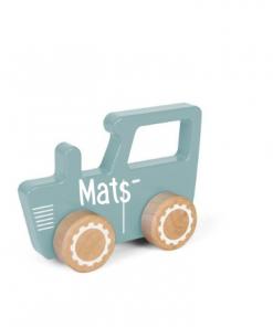 Little Dutch - Adventure - Tractor blauw - met naam - De houten tractor van Little Dutch is gemaakt van stevig hout waardoor je kindje er eindeloos mee kan spelen.