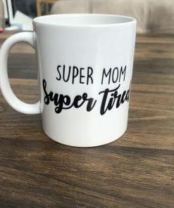 Koffie mok - Super Mom Super Tired - Cadeau voor mama - Mama cadeau - Moederdag cadeau - Koffiemok - Gepersonaliseerd